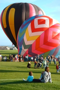 Balloon dominoes